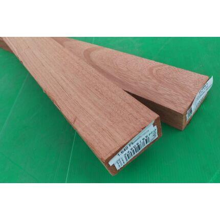 Gombe mahagóni fűrészáru hobbyfa 38 mm 1000 mm alatt OF. szárított