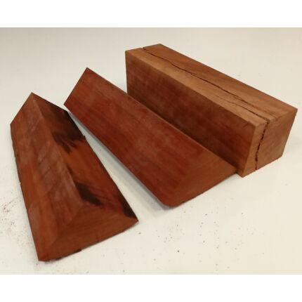 Padauk fa fűrészáru hobby fa 50 mm változó méretben kg.