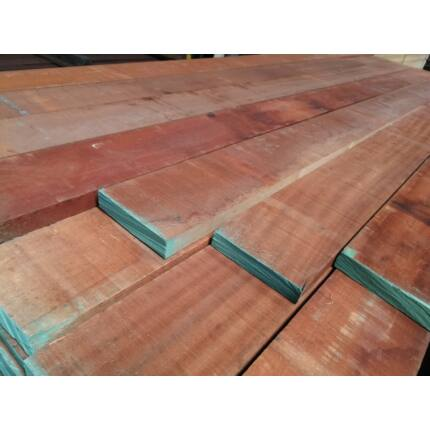 Sapelli mahagóni fűrészáru hobby fa 26x130x840 mm OF. szárított szélezett