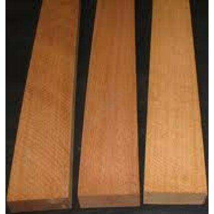 Khaya mahagóni fűrészáru 26 mm OF. 1300-1700 mm között szélezett szárított