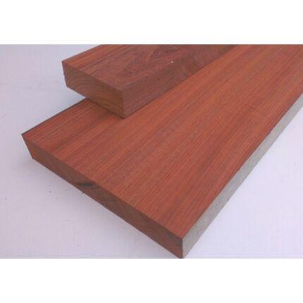 Padauk fa fűrészáru 52 mm OF. mm 1000 mm feletti szárított szélezett
