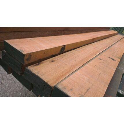 Meranti fa fűrészáru 65 mm OF.  800 mm feletti szárított szélezett